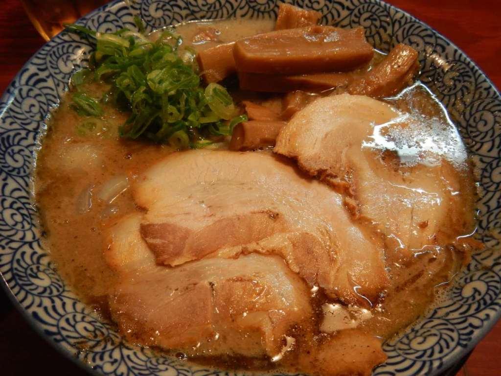 頑固麺煮干し鳥豚骨