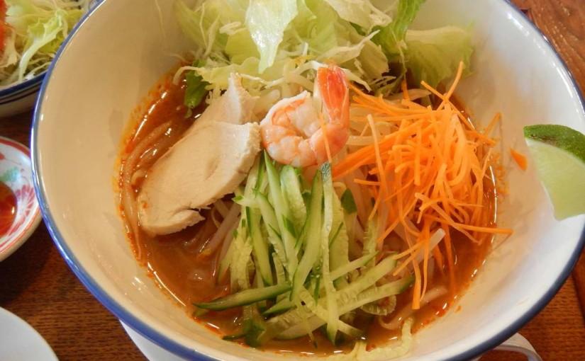 カフェ桃山78のトムヤム麺