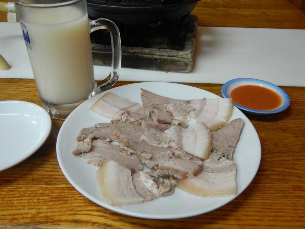 マッコリと蒸し豚