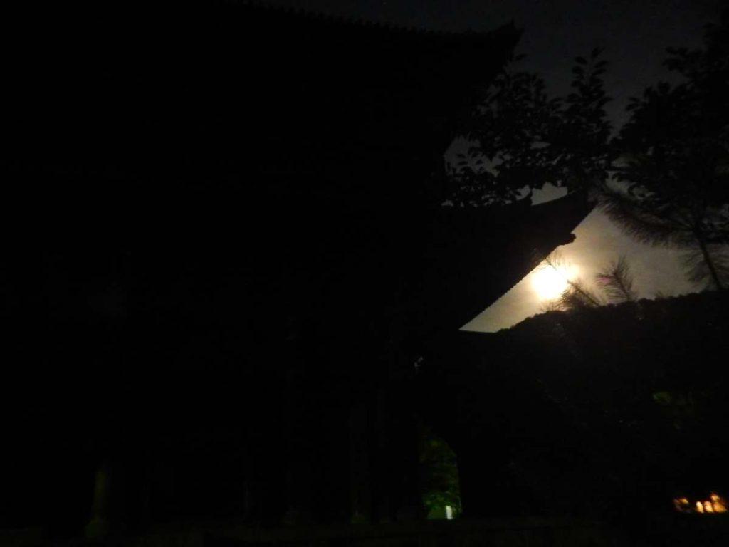 南禅寺と満月