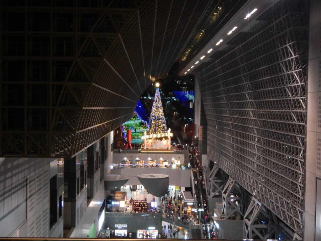 東からの京都駅クリスマスツリー