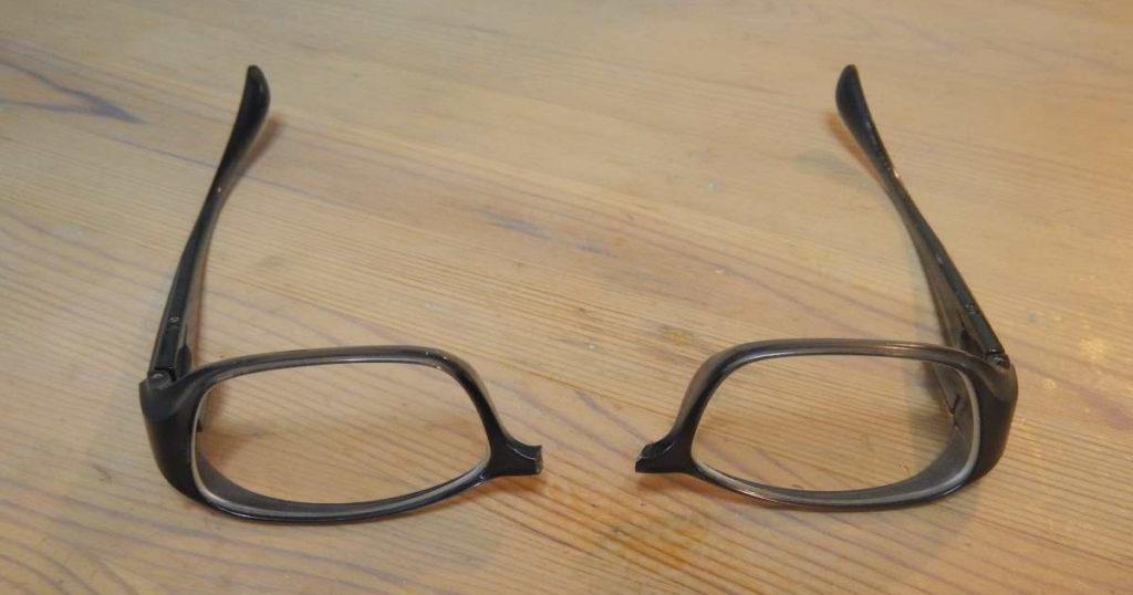 メガネまっぷたつ