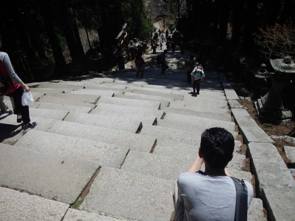 愛宕神社前の石段