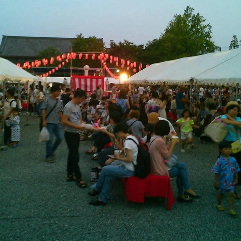 西本願寺盆踊り座る場所