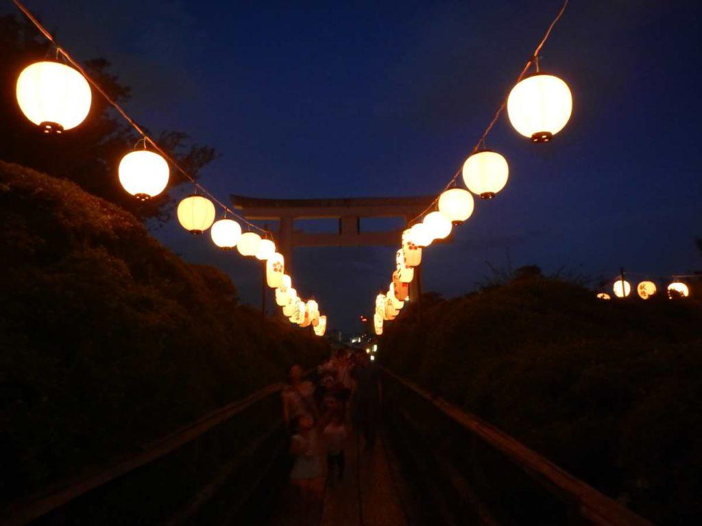 長岡天神夏祭り鳥居と提灯