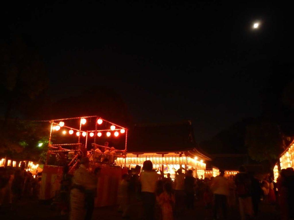 盆踊りと月