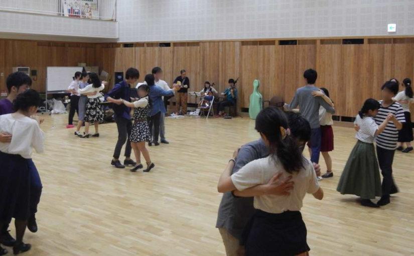 アラフォーが大学生とフォークダンスを踊るとどうなってしまうのか