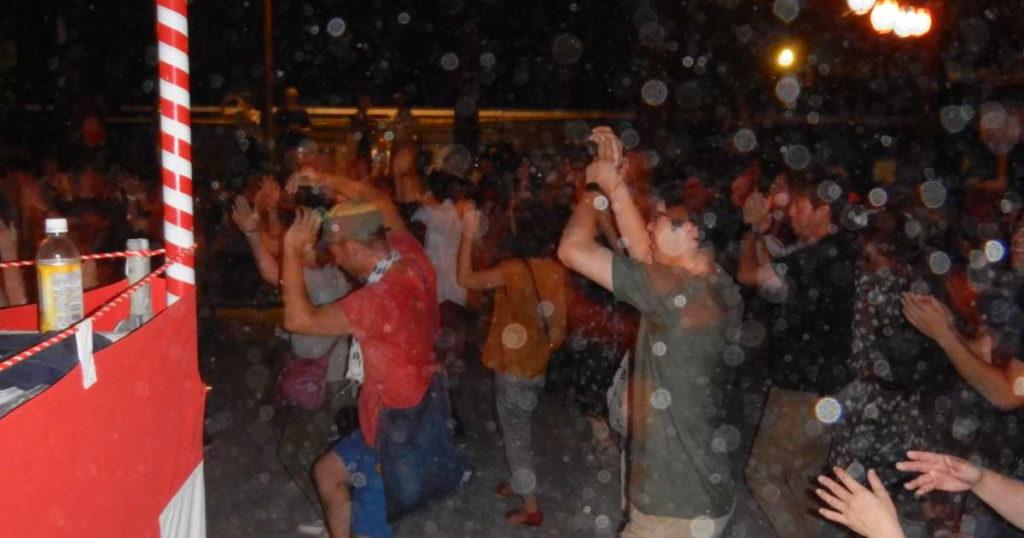 熱狂する仏光寺盆踊り