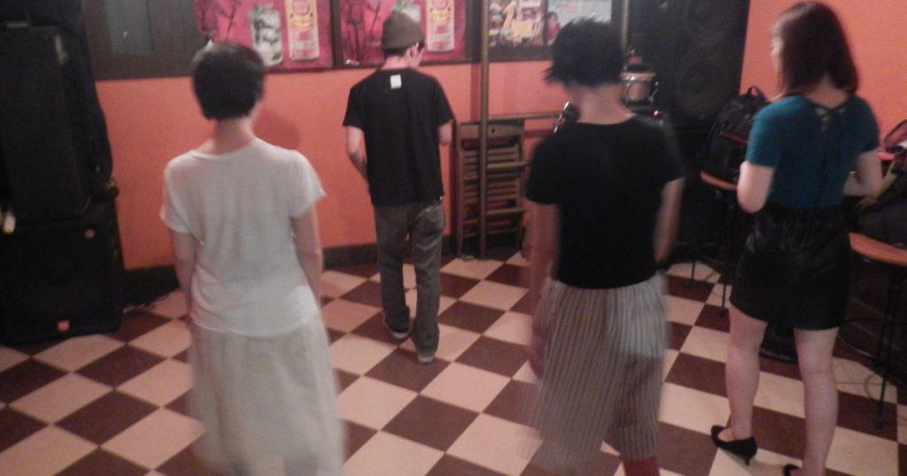 初心者女子のサルサダンス