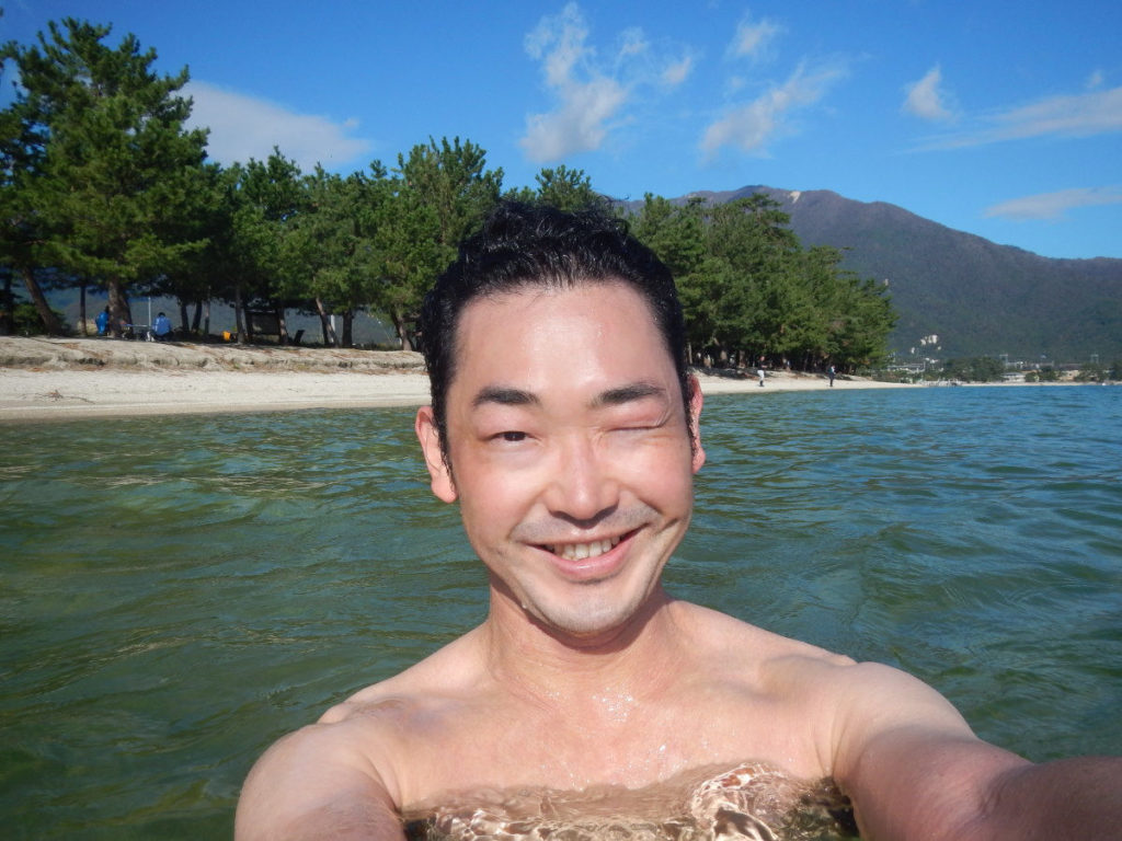 琵琶湖で行水