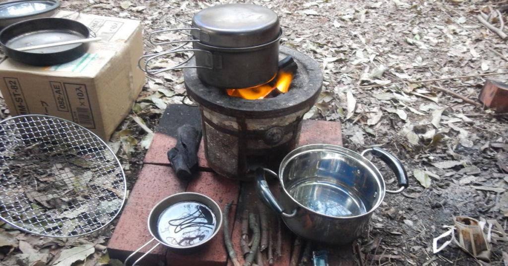七輪でご飯を炊く