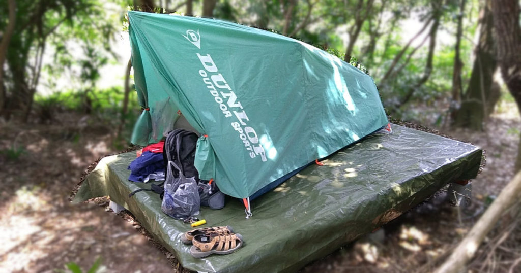 ウッドデッキとテント