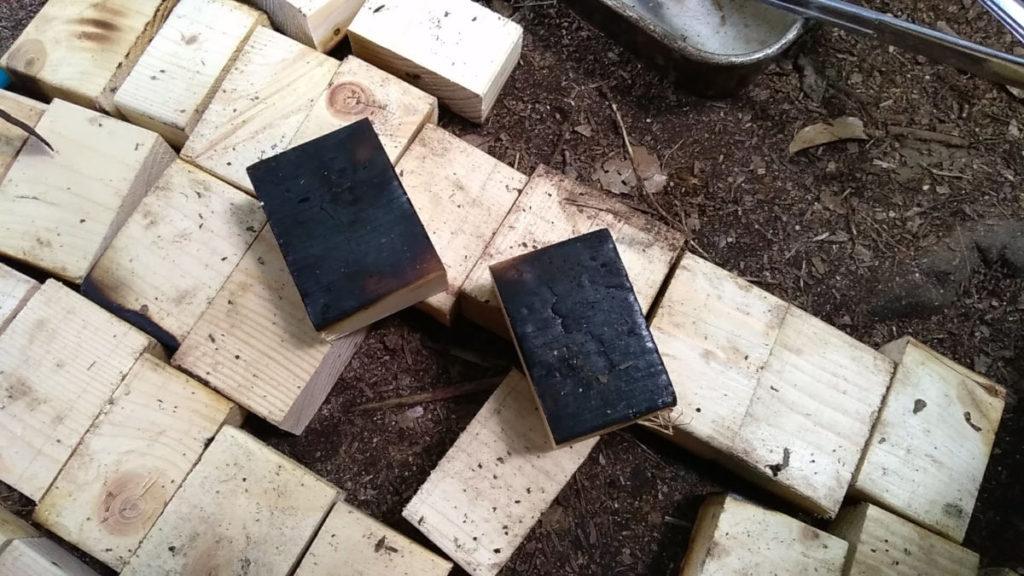 2×4材の炭化