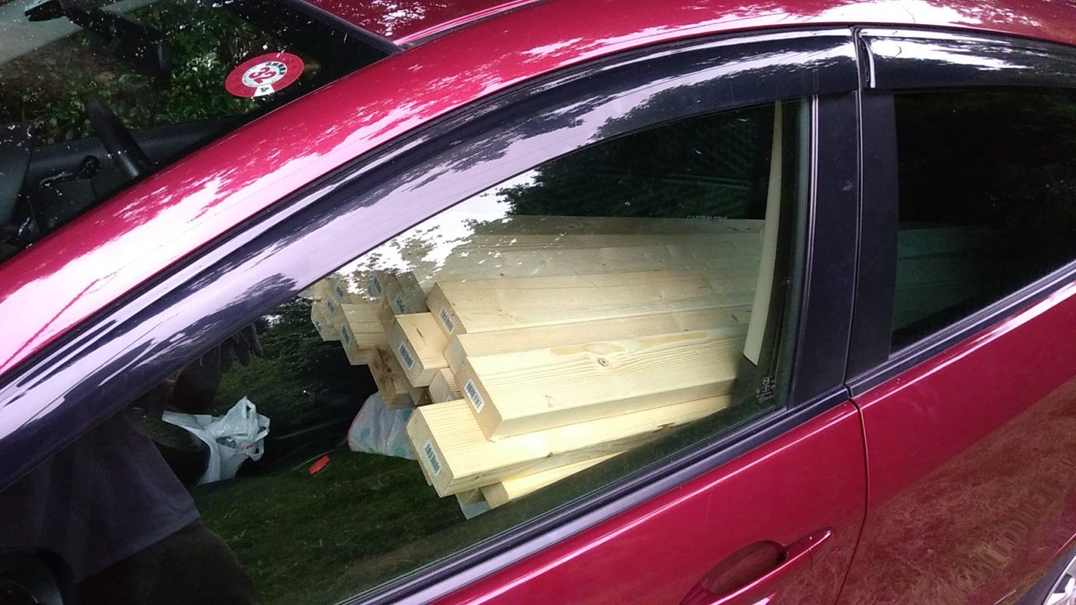 助手席に木材